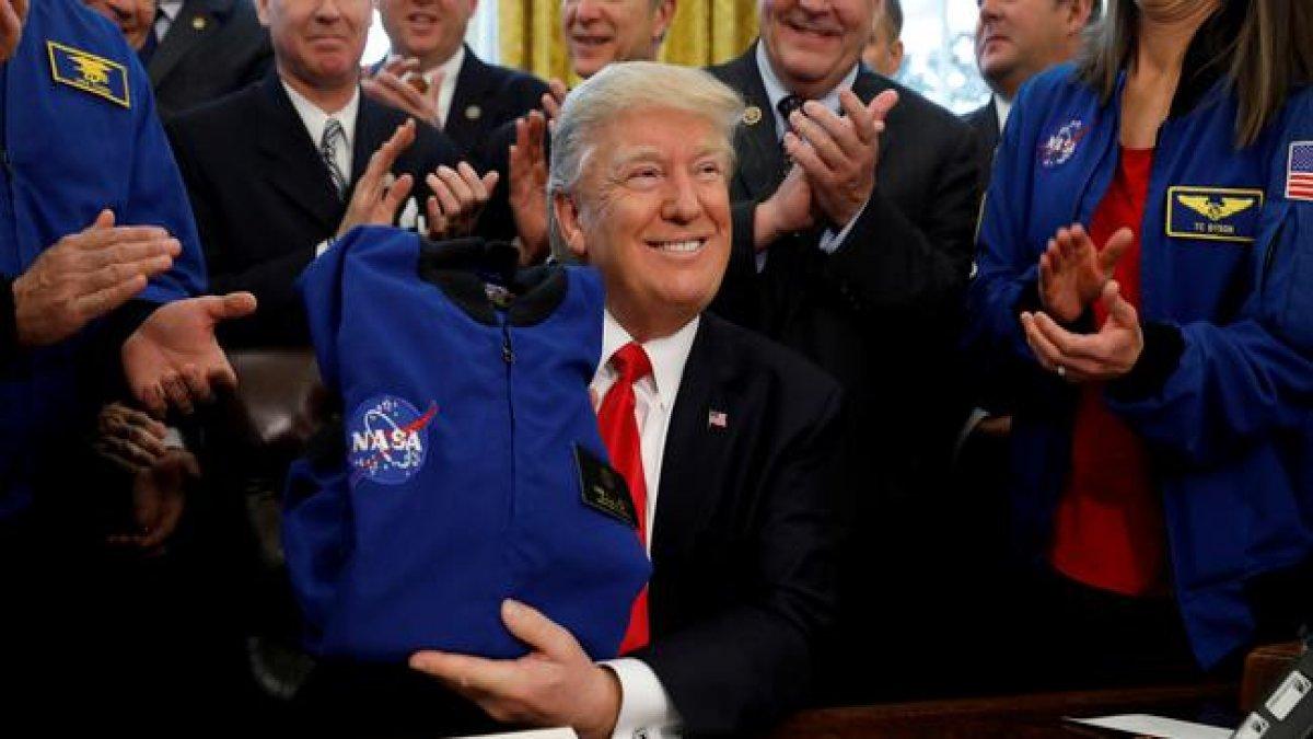 Trump Ay'ı Mars'ın parçası olarak tanımladı, ABD'de alay konusu oldu