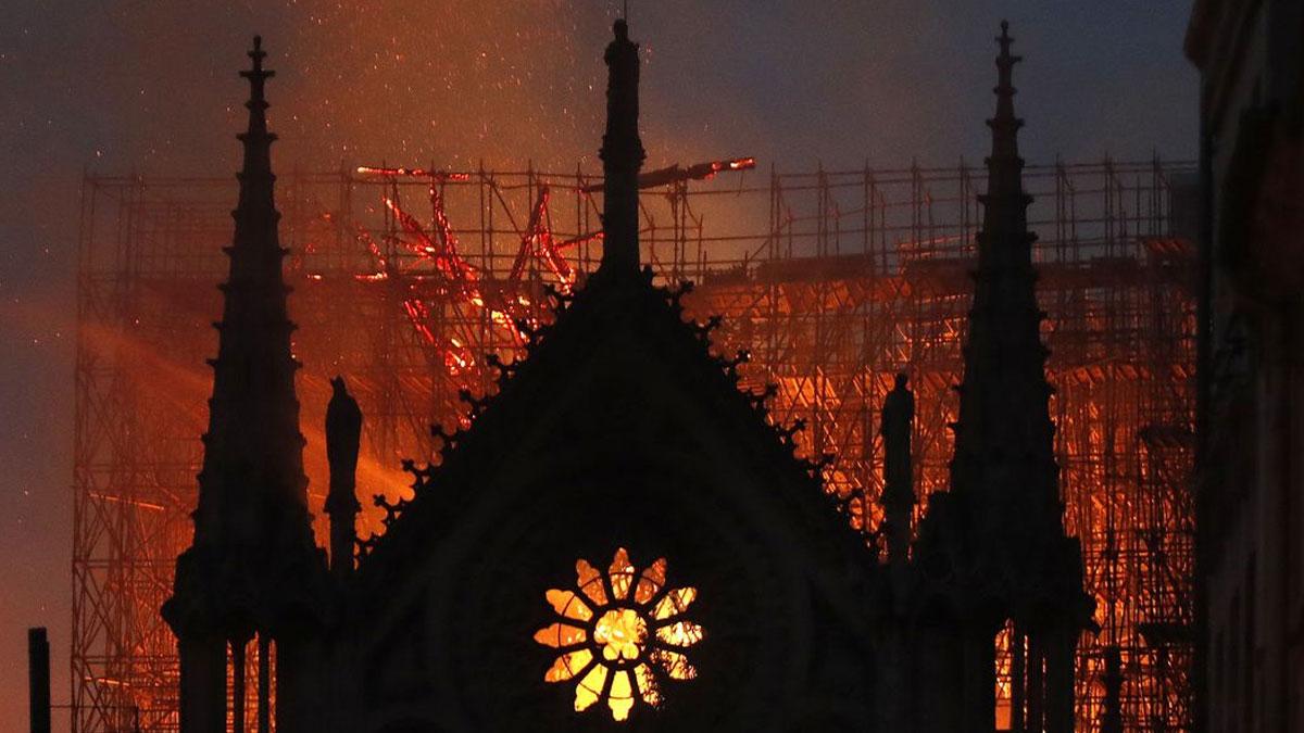 Notre Dame Katedrali yangından sonra ilk kez ibadete açılıyor: Kaskla ibadet edilecek