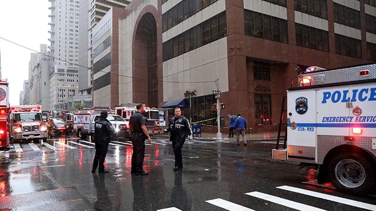 New York'ta bir helikopter, gökdelene çarptı: En az 1 ölü