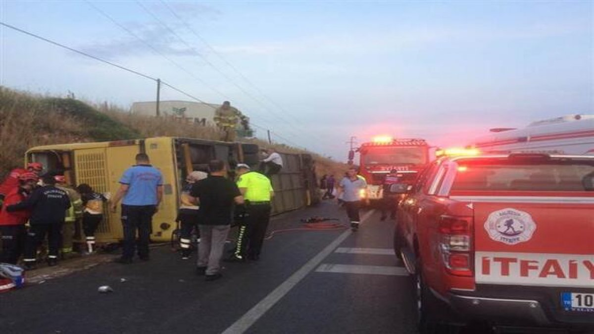 Tur otobüsü kaza yaptı: 4 ölü, 42 yaralı