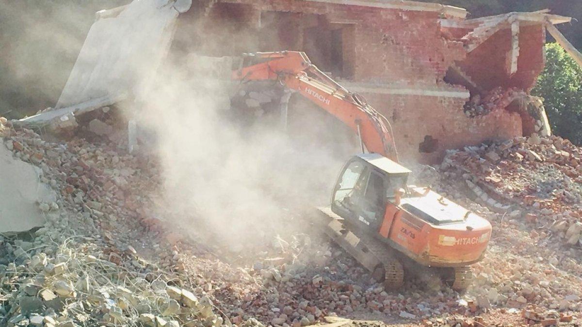 Fırtına Vadisi'nde kaçak yapıların yıkımı başladı
