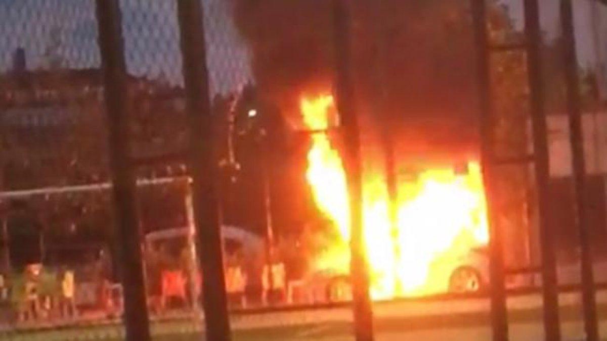 Babasına kızıp arabasını yaktı!