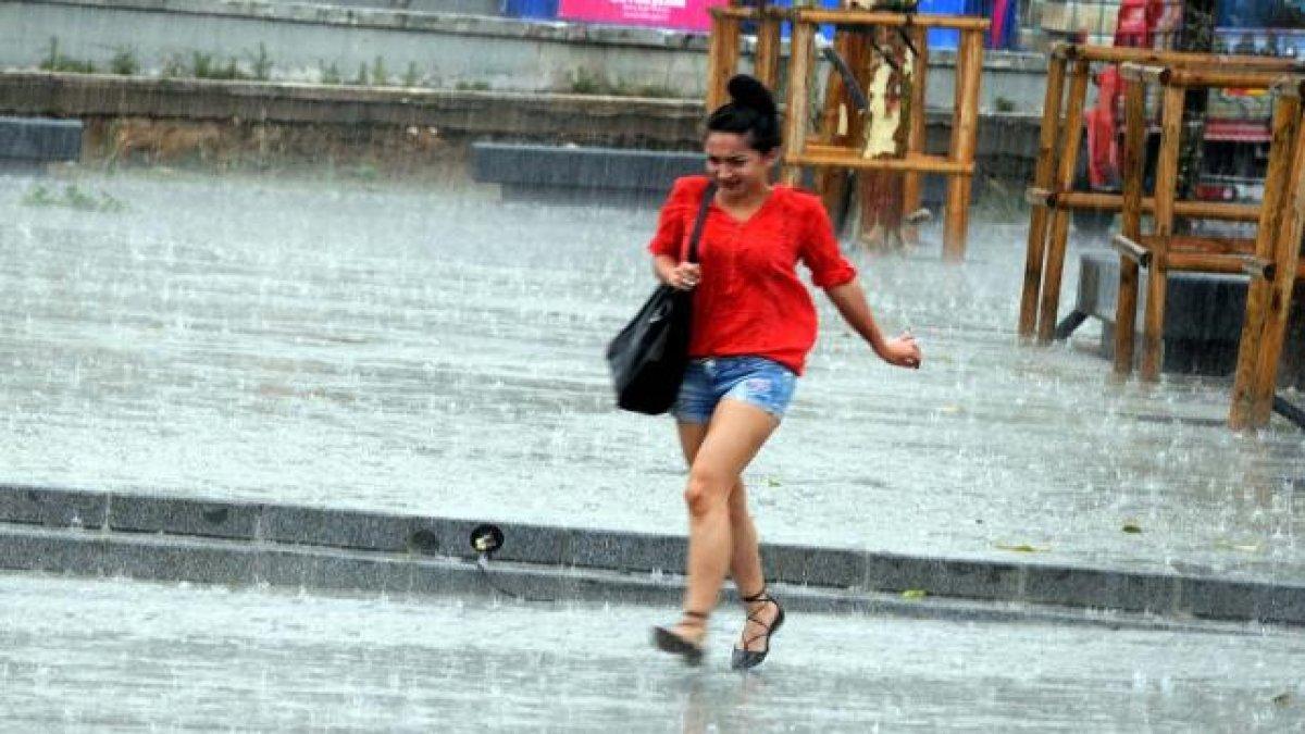 İstanbullular aman dikkat! Meteoroloji saat verip uyardı!