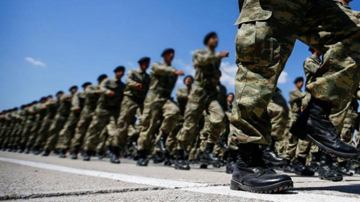 Yeni askerlik yasasını onaylandı! 100 bin askere erken terhis