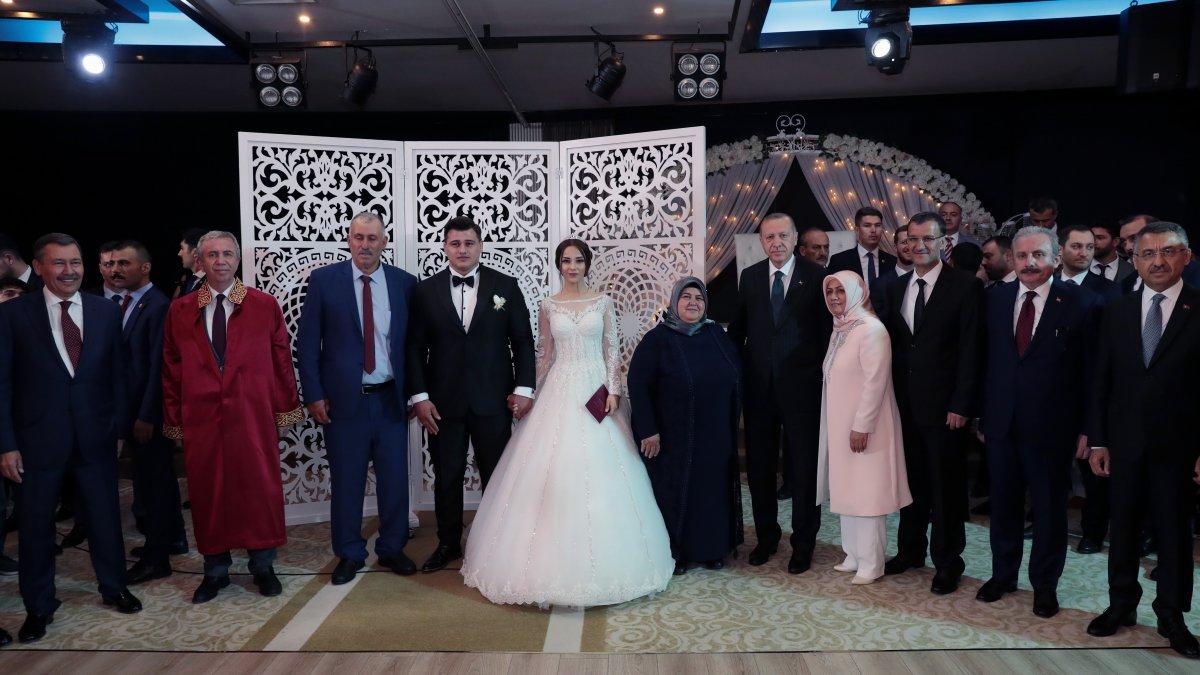 Milli güreşçi Rıza Kayaalp'in düğününe siyasetçi akını! Erdoğan şahit oldu, Yavaş nikahı kıydı