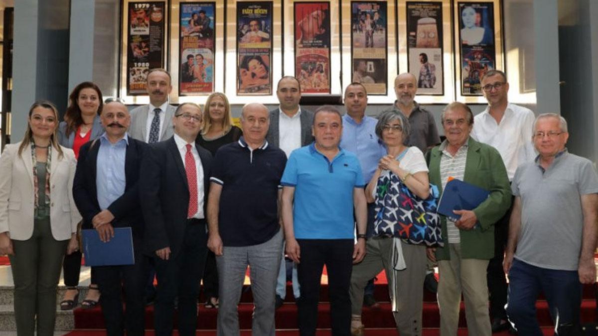Antalya Büyükşehir Belediye Başkanı Böcek'ten: Dopdolu bir festival için kolları sıvadık