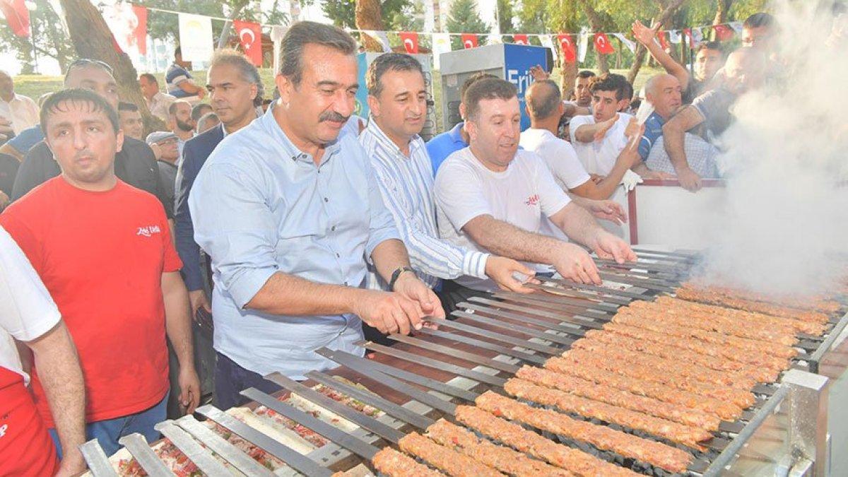 Başkan sözünü tuttu! İmamoğlu'nun seçim zaferini mangal yakarak kutladı