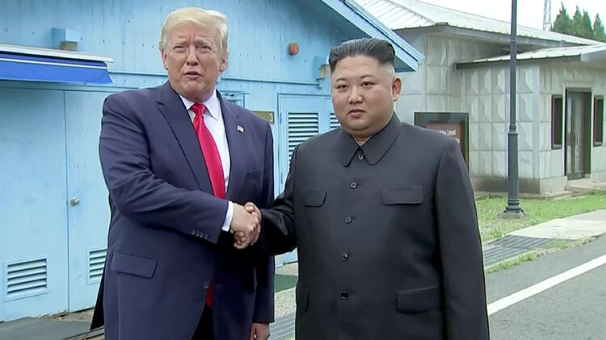 İşte ilk görüntü! Donald Trump Kuzey Kore'ye ayak basan ilk ABD başkanı oldu!