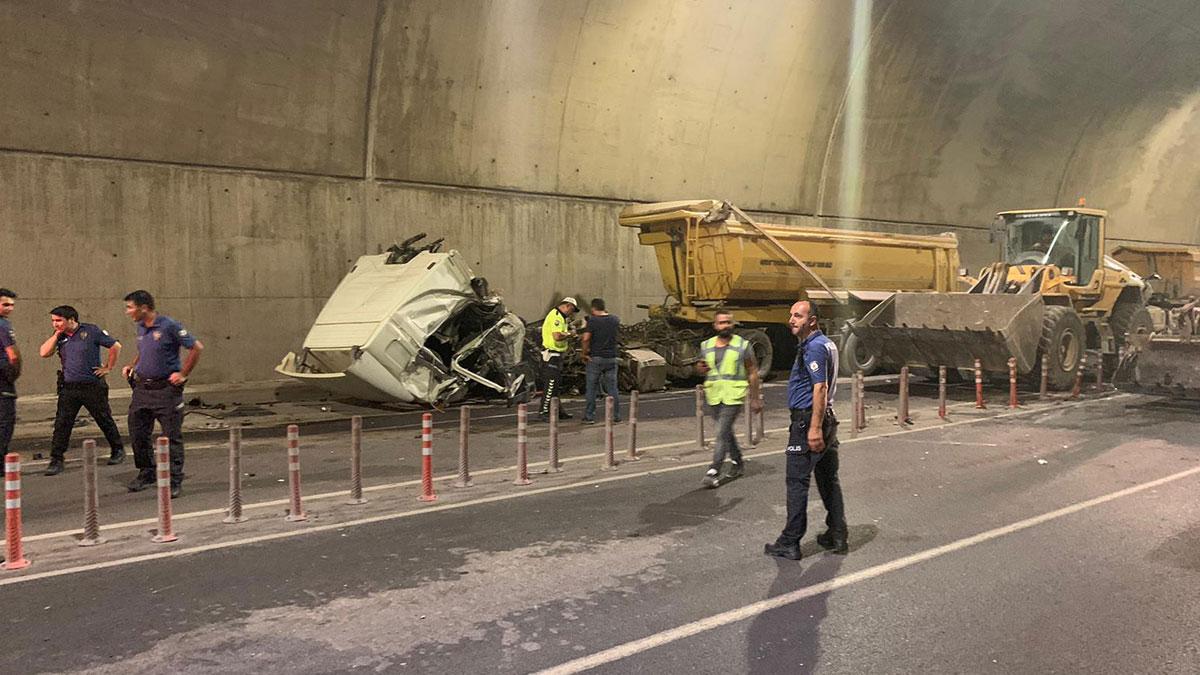 Pendik'te tünelde feci kaza : 2'si ağır 5 yaralı
