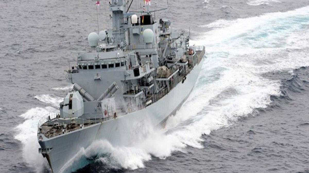 Gerilim tırmanıyor! İngiliz donanması, İran teknelerini engelledi mi?