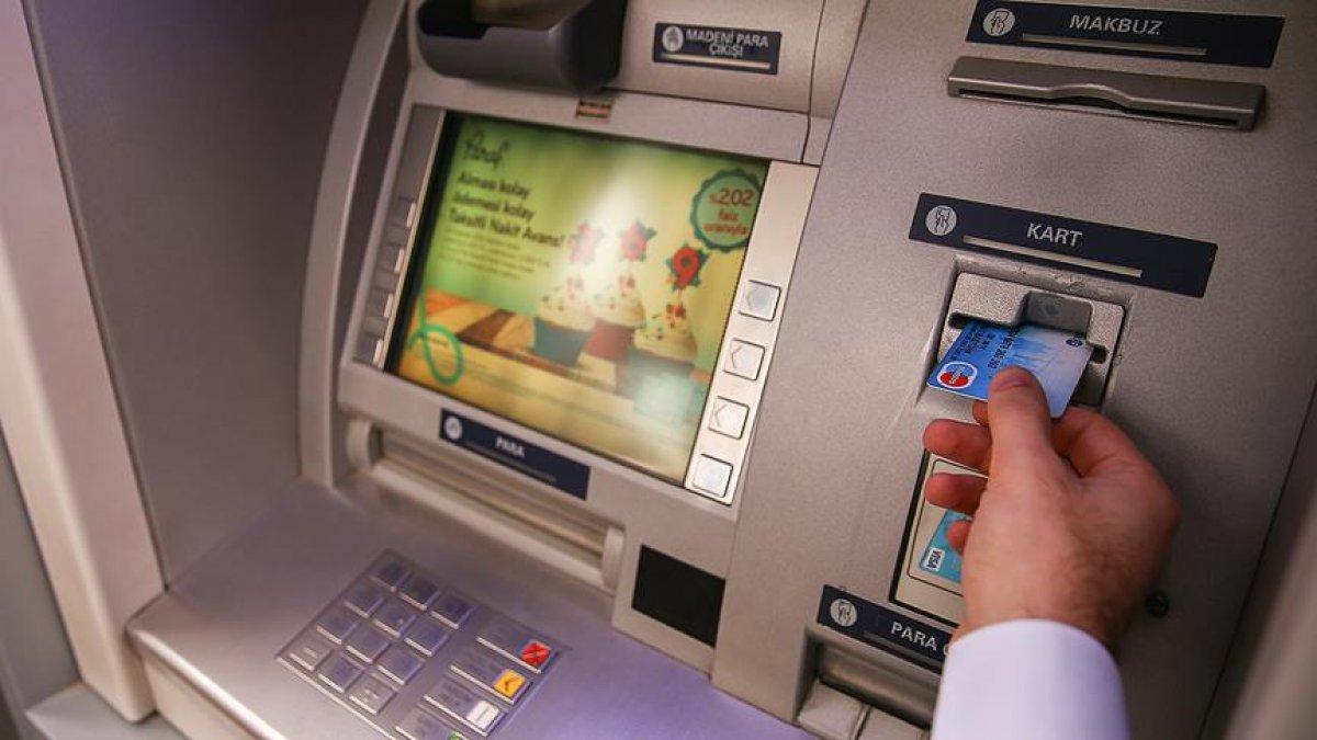 Bankalar vatandaşın cebine göz dikti! Yüzde elli zam...