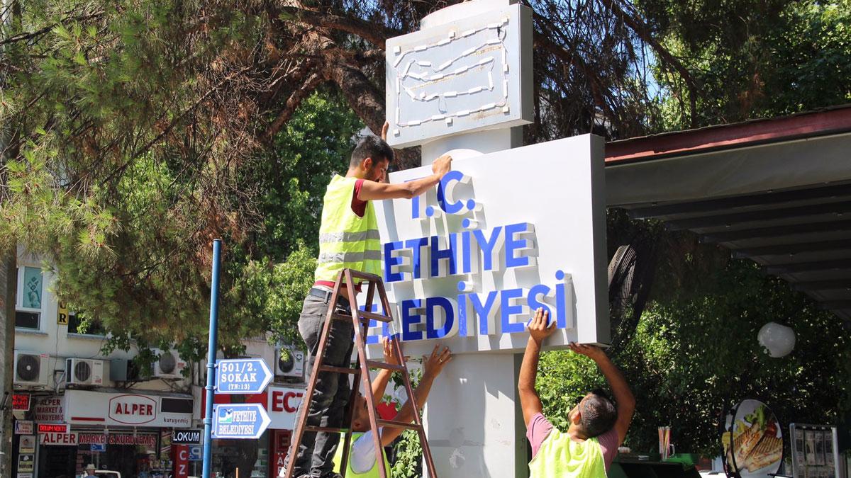31 Mart'ta CHP'ye geçen Fethiye Belediyesi'ne 'T.C.' ibaresi geldi