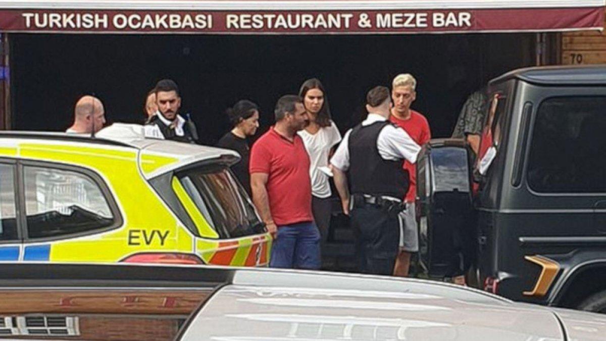Bıçaklı saldırı girişimi sonrası Arsenal'den Mesut Özil açıklaması