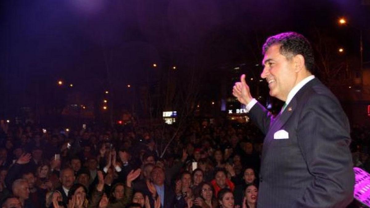 CHP'li Başkan Demir, sahnelere dönmek için halktan onay istedi