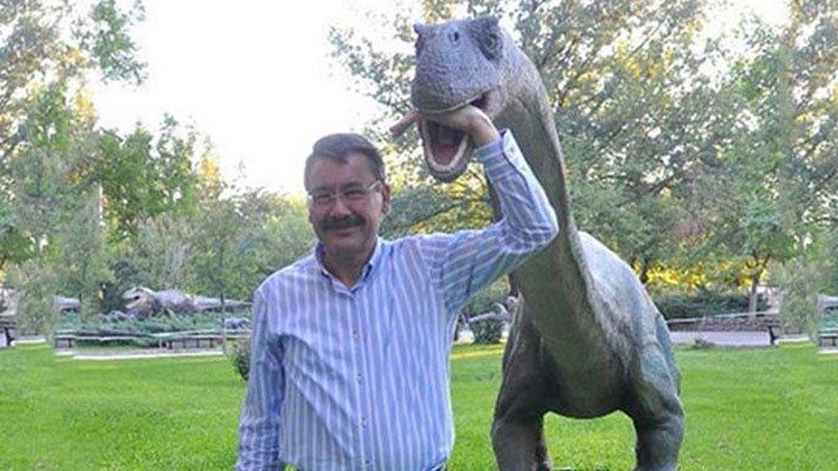 Behzat Ç.'den 'dinozorlu Gökçek' göndermesi