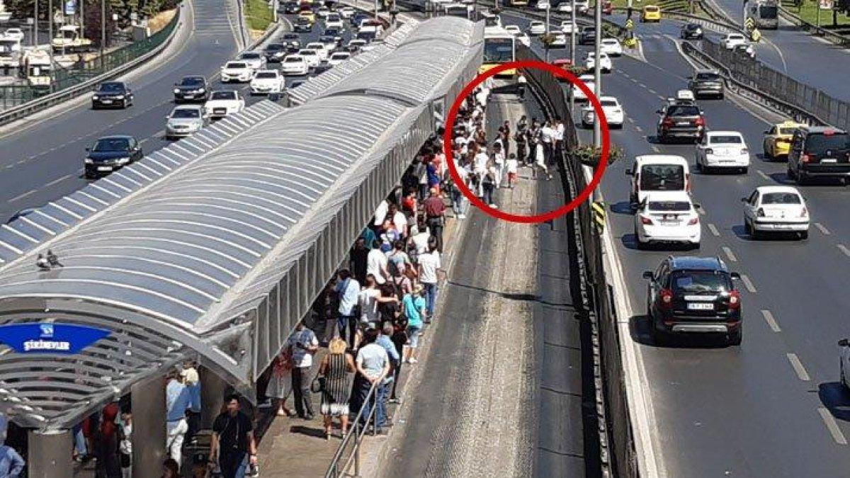 Bayram günü korkunç kaza! Metrobüsün altında kaldı