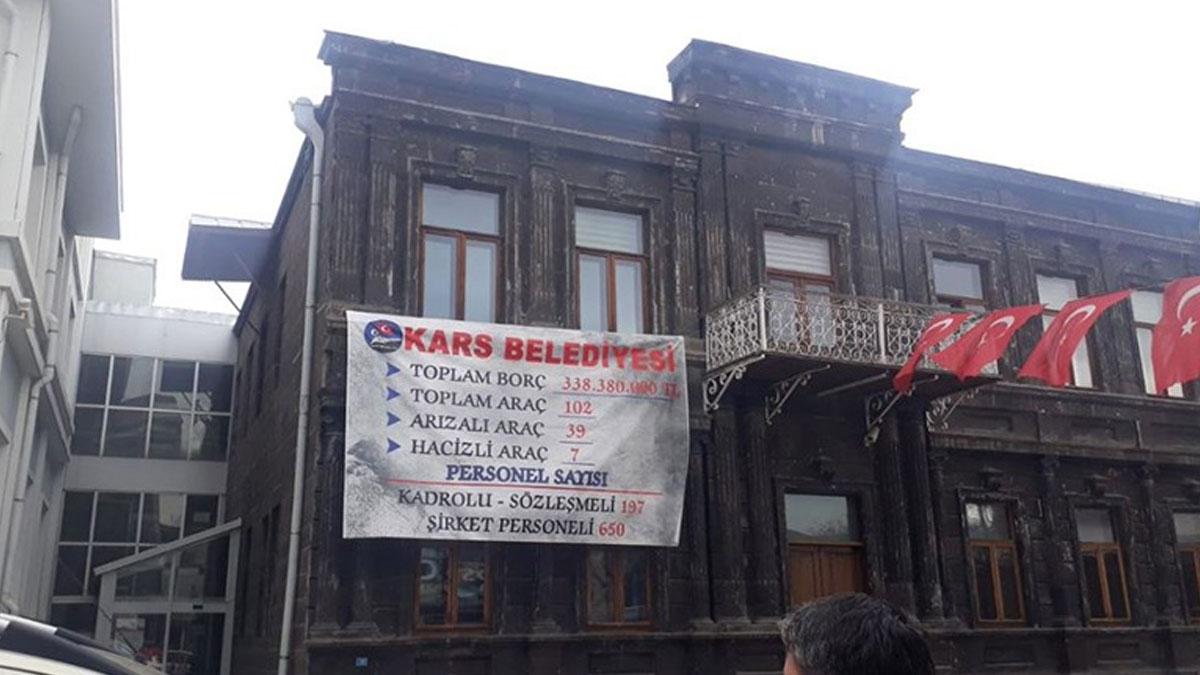 Kars Belediyesi'ni yağmalamışlar: Halılar bile hediye edilmiş