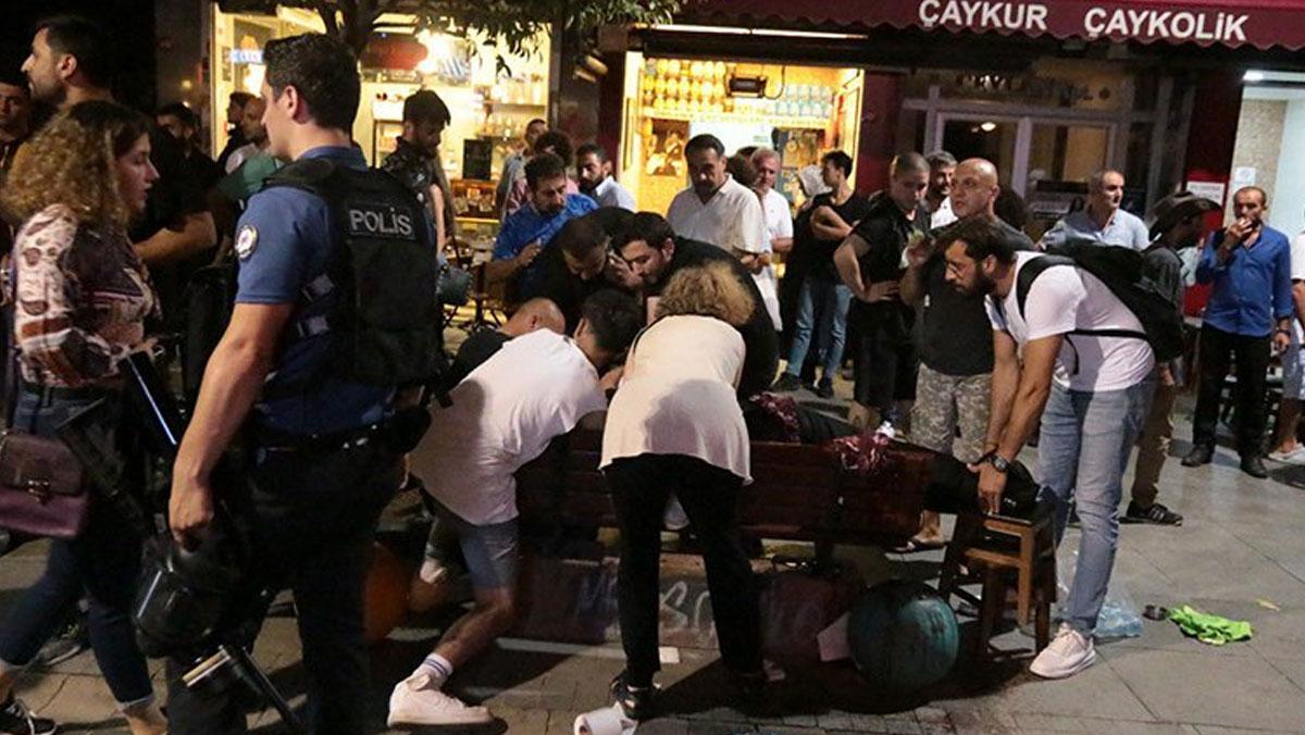 Kadıköy'deki kayyım protestosuna bıçaklı saldırı: 1 kişi ağır yaralı