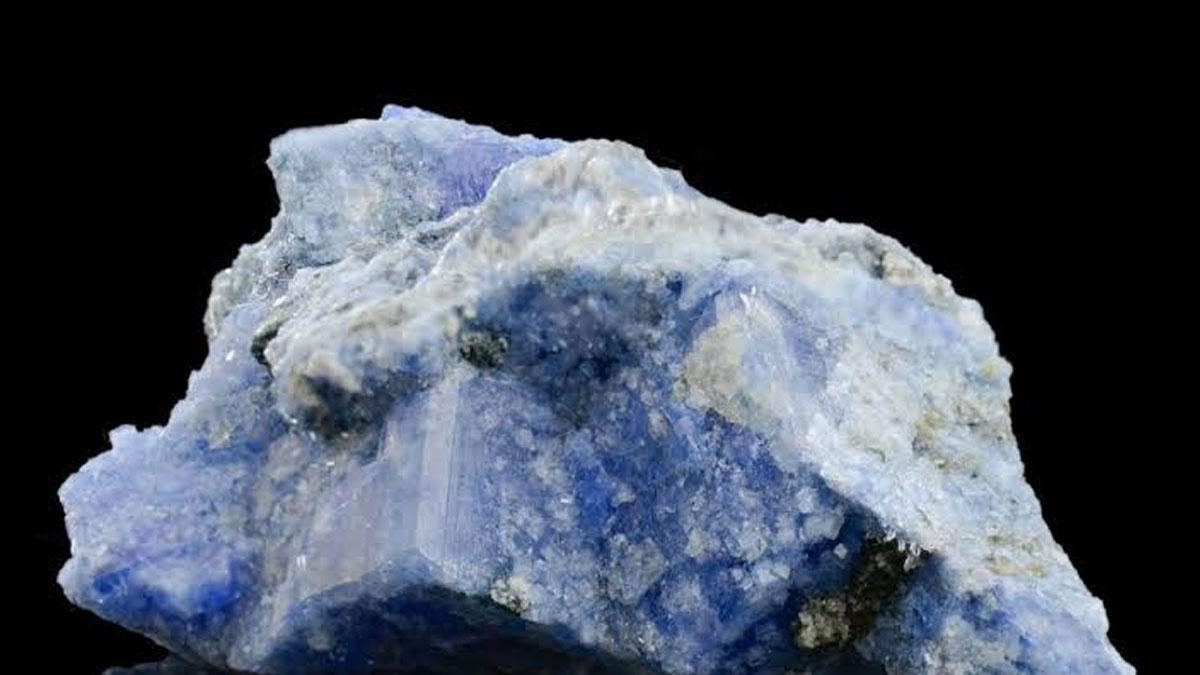 Mücevher fiyatları alt üst olabilir: En nadir minerallerden karletonitin çözeltisi keşfedildi