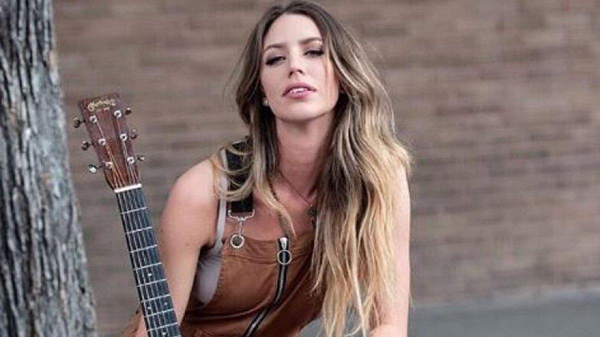 ABD'li ünlü şarkıcı trafik kazasında yaşamını yitirdi