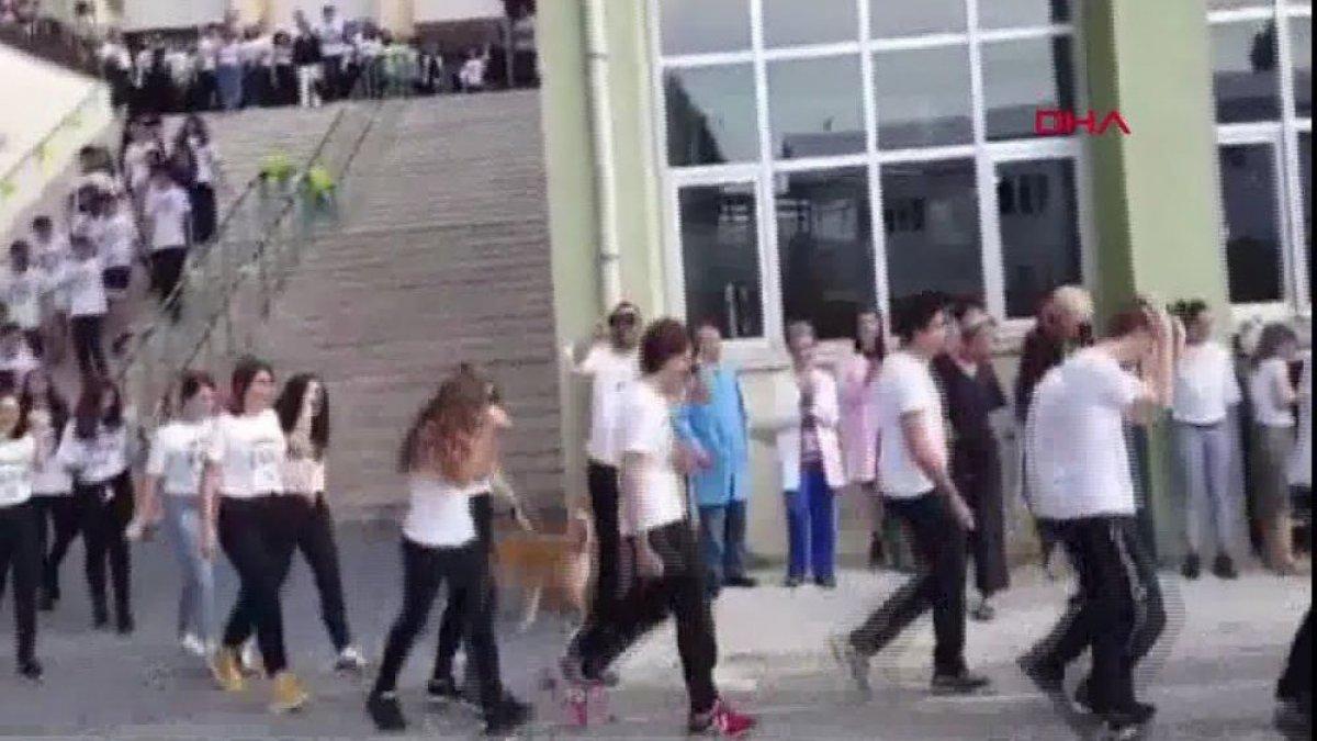 Milli Eğitim Müdürlüğünden, Kadıköy Anadolu Lisesi'ndeki 'martı karşılamasına' inceleme