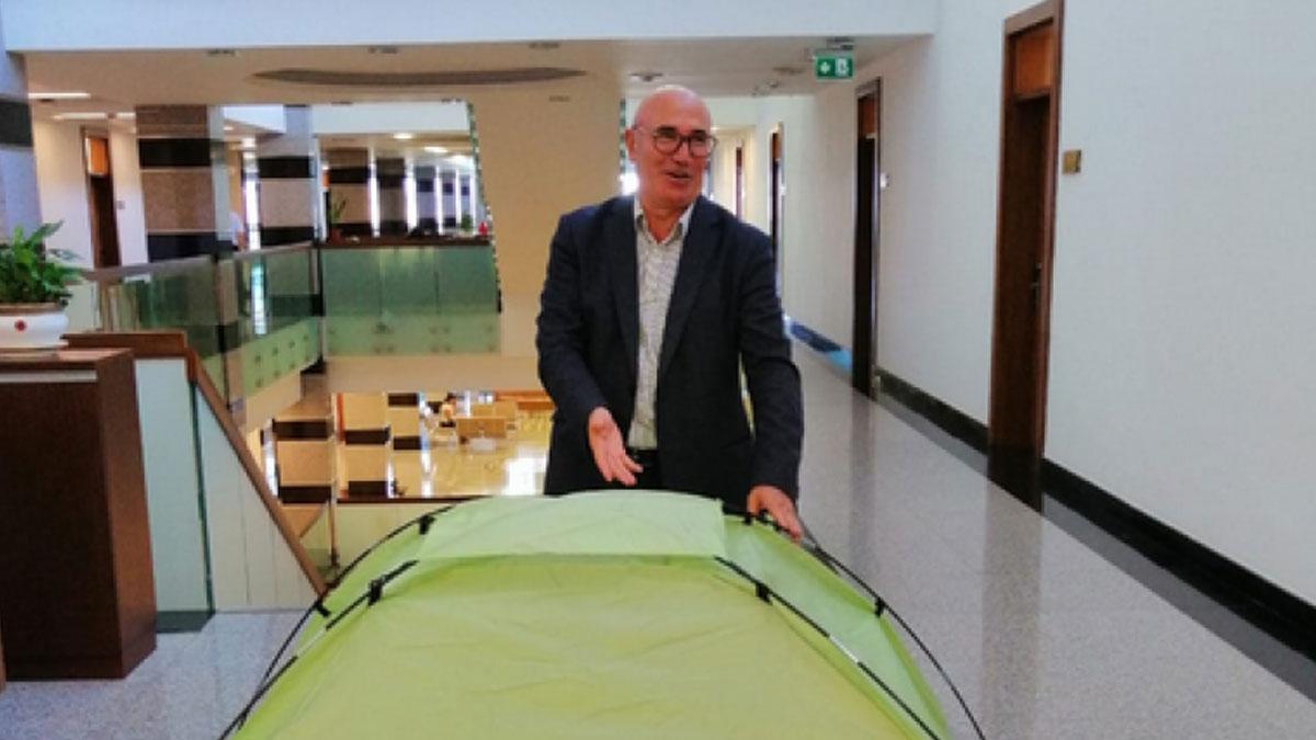 CHP'li Mahmut Tanal, Meclis'e çadır kurdu