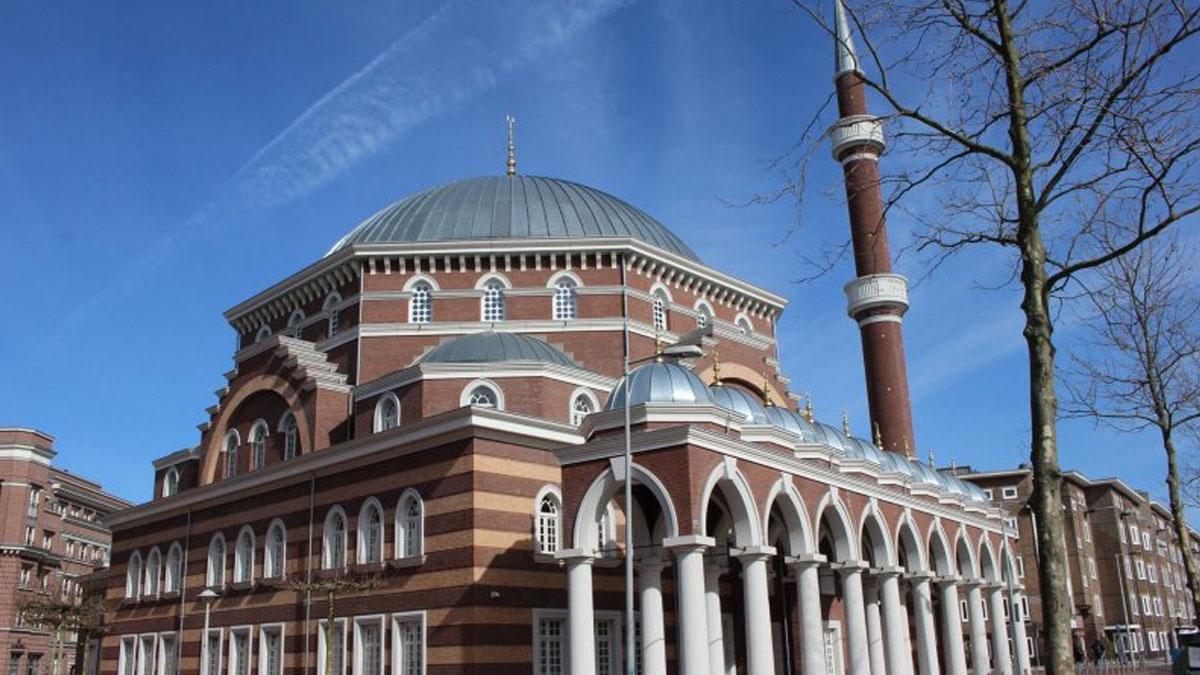 Hollanda'da camilere 'kadın ve eşcinsel karşıtı vaaz' ayarı
