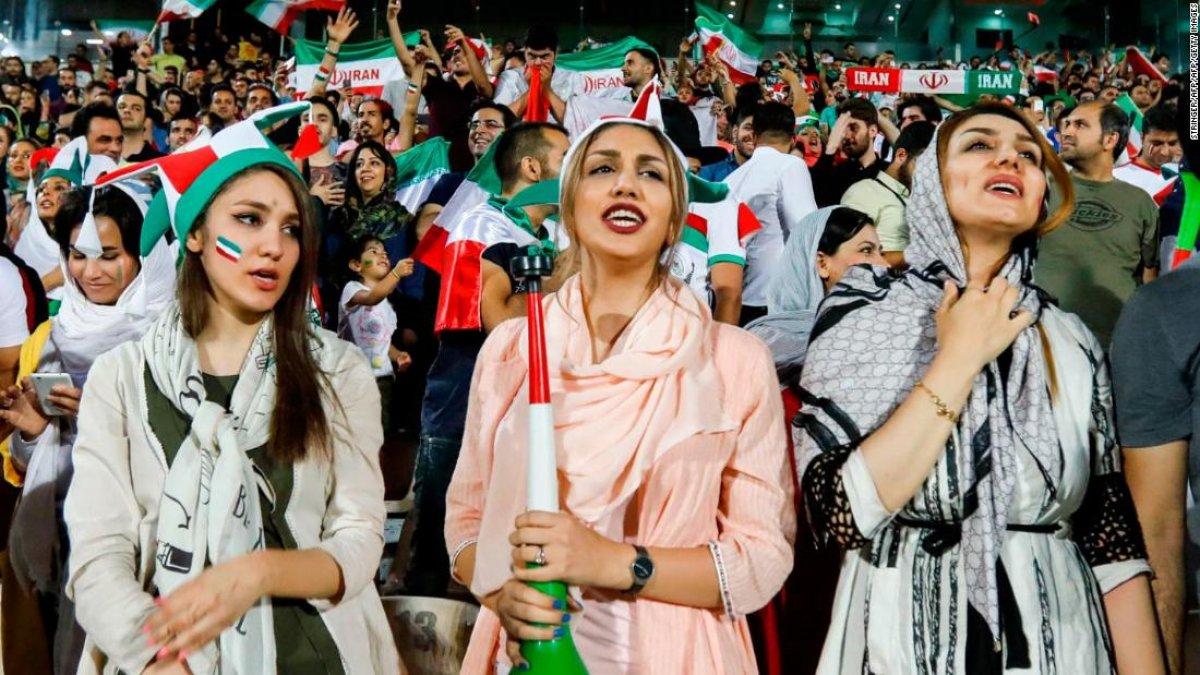 İran'da kadınlara futbol stadyumlarına kısıtlı giriş izni