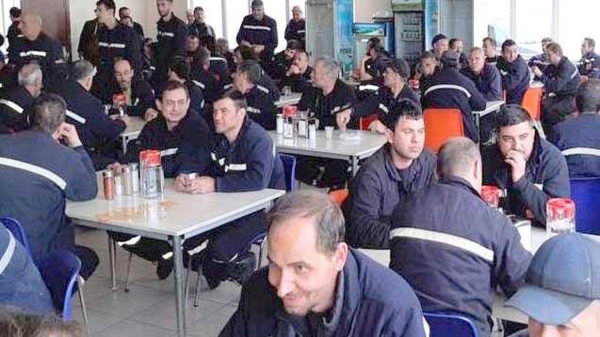Eskişehir'de 4 aydır maaşlarını alamayan yüzlerce metal işçisi meydanlara iniyor