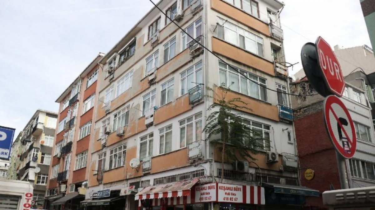 Kadıköy'de 5 katlı bina tahliye edildi