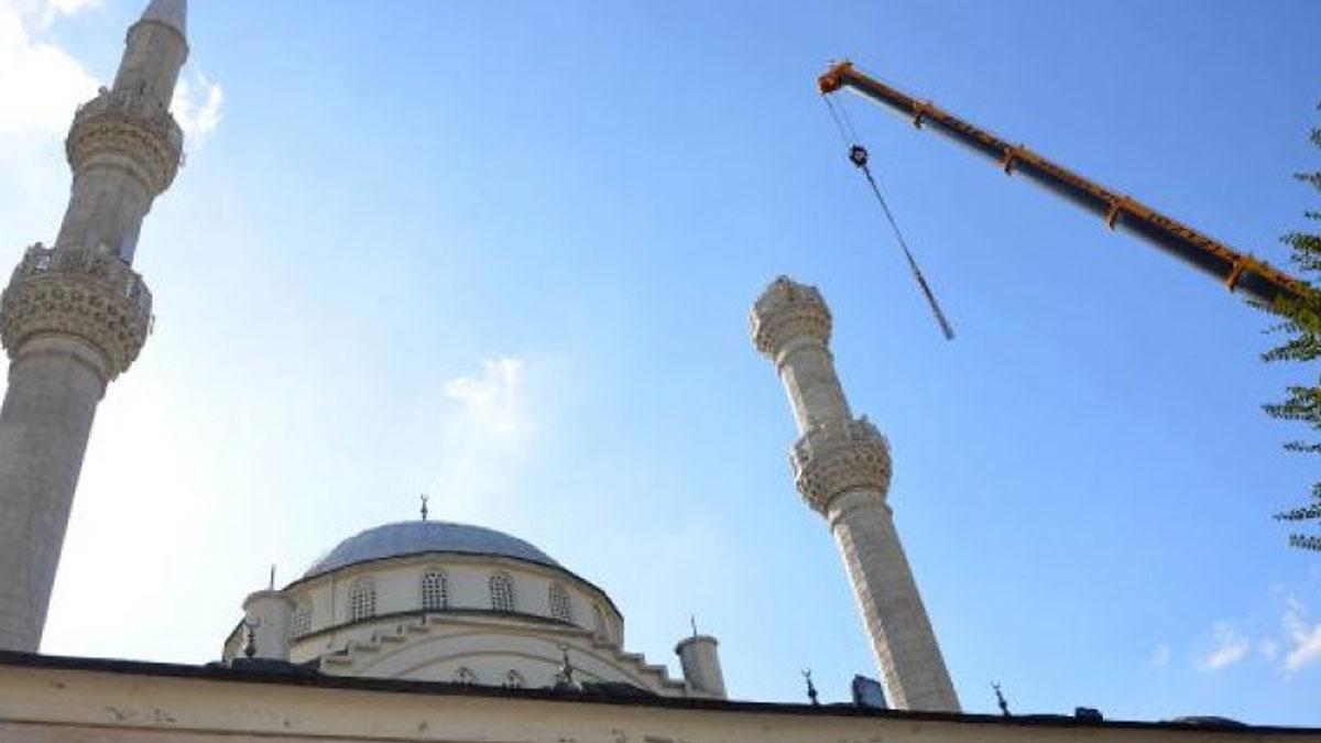 Avcılar'da depremde yıkılan minareden de malzeme çalmışlar
