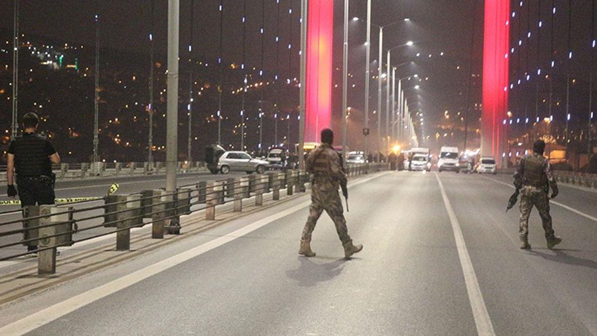 Köprüde aracını yol ortasında durduran silahlı kişi tutuklandı