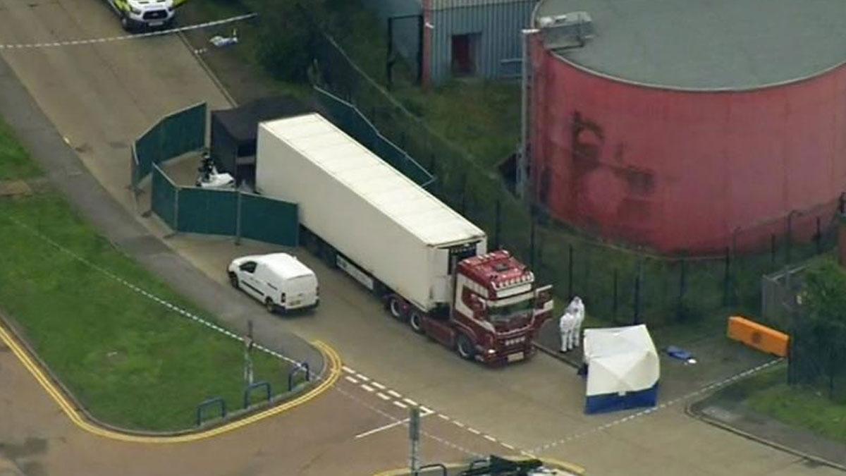 İngiltere'de bir TIR'da cansız bedeni bulunan 39 insanın kimlikleri belli oldu