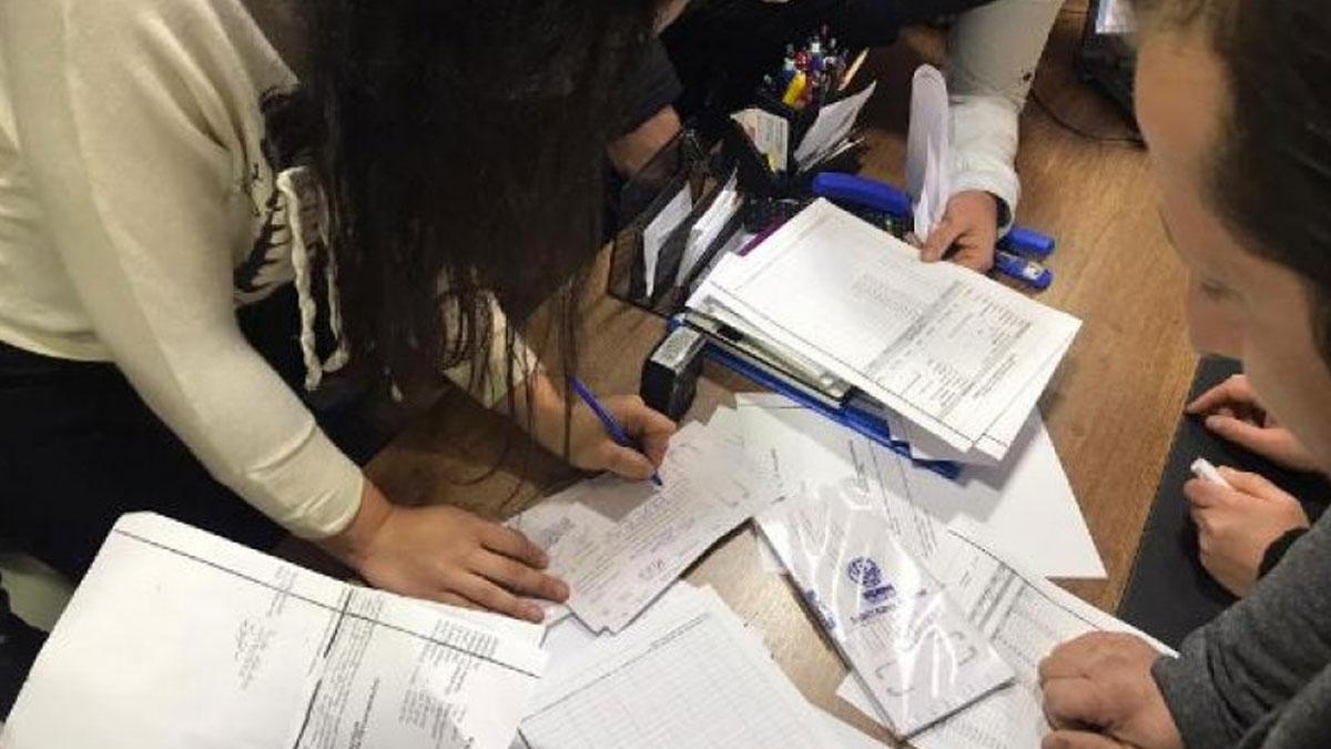 Mali sıkıntı patladı: Öğretmenler derse girmedi, veliler ayaklandı