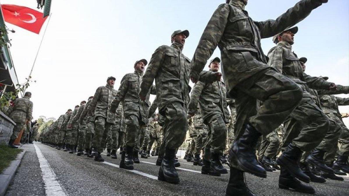 """CHP'den Er ve Erbaşlara """"Sigortalı Askerlik"""" teklifi"""