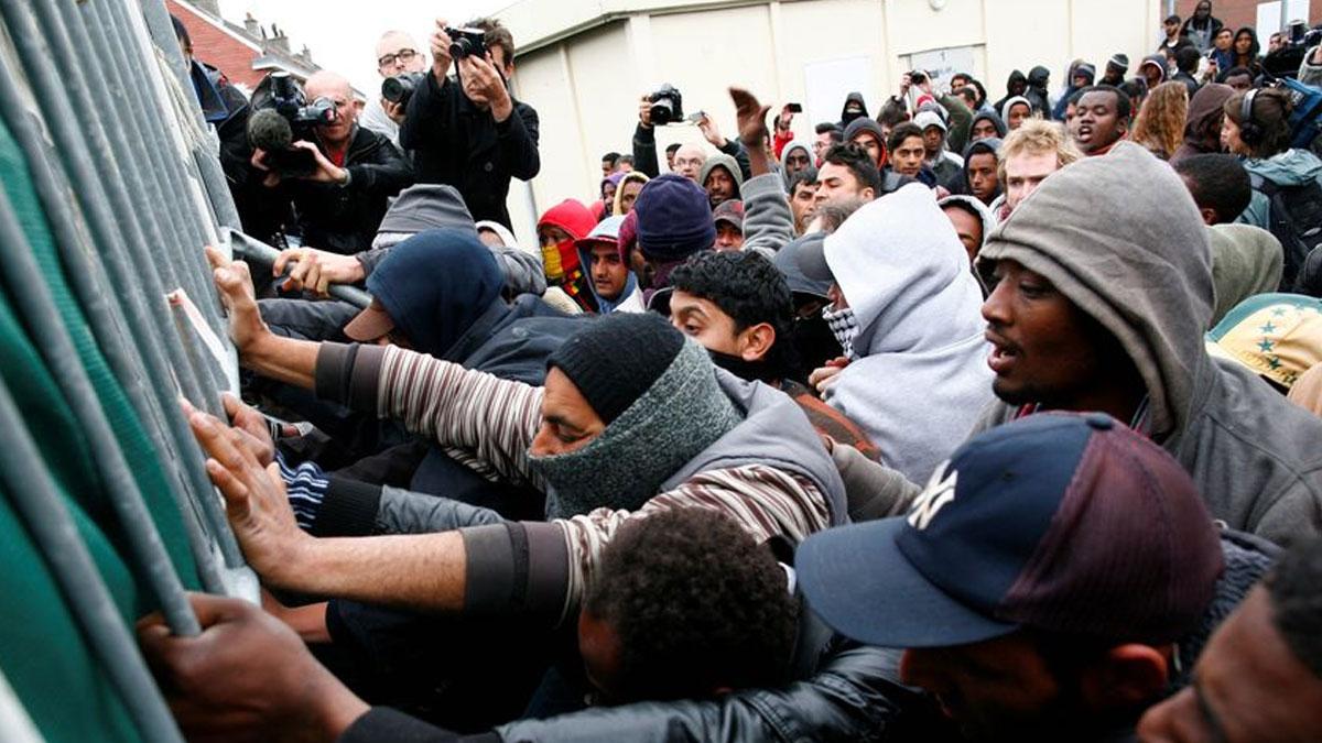 Fransa'dan göçmenlerle ilgili sert kararlar
