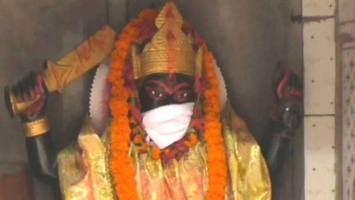 Hindistan'da heykellere maske takıldı: Hava kirliliğinden koruyorlar