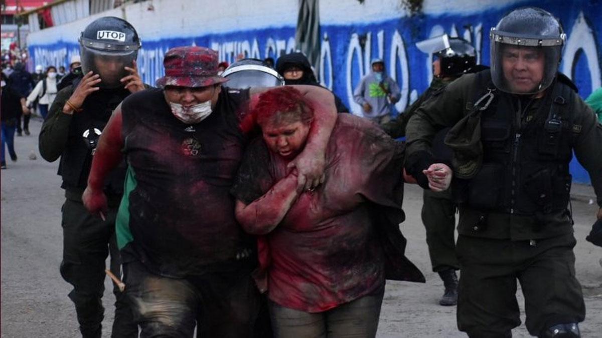Bolivya'da belediye başkanını kaçırıp, sokakta eziyet ettiler