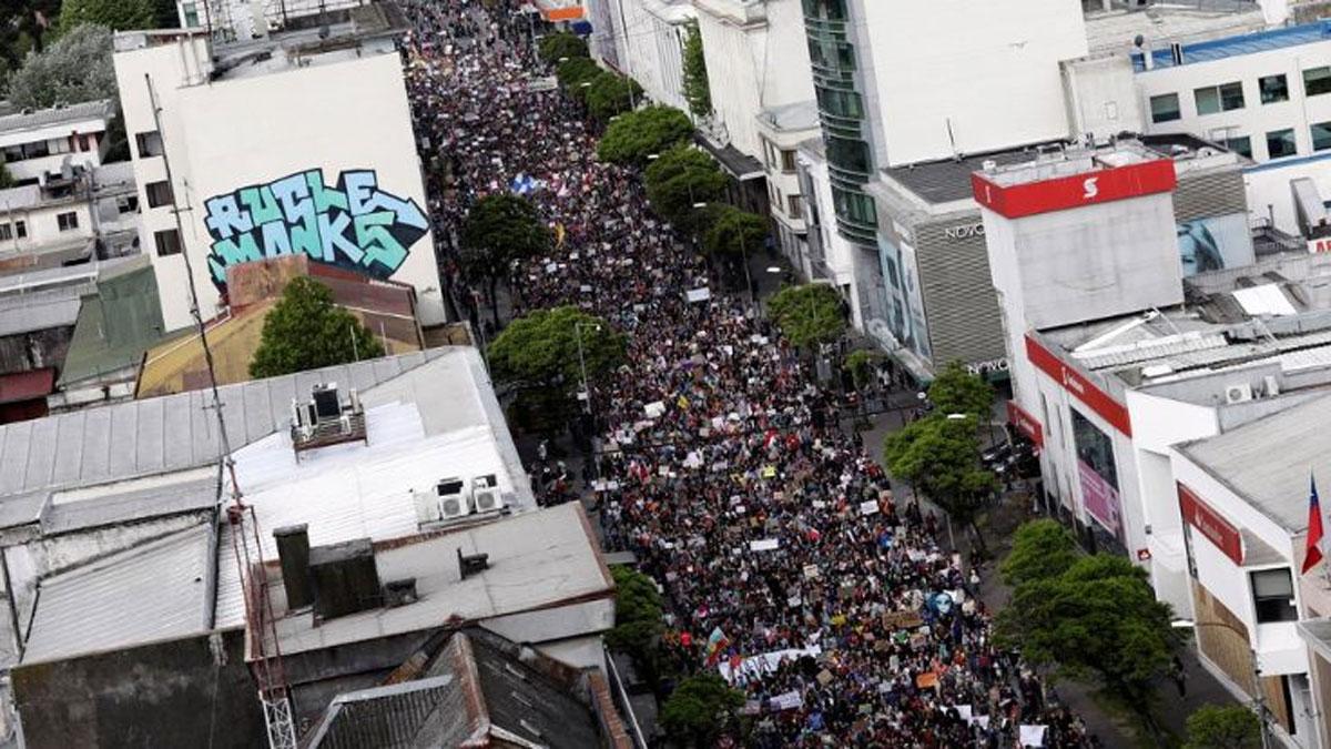 Şili'de eylemcilerin maske takması yasaklanıyor