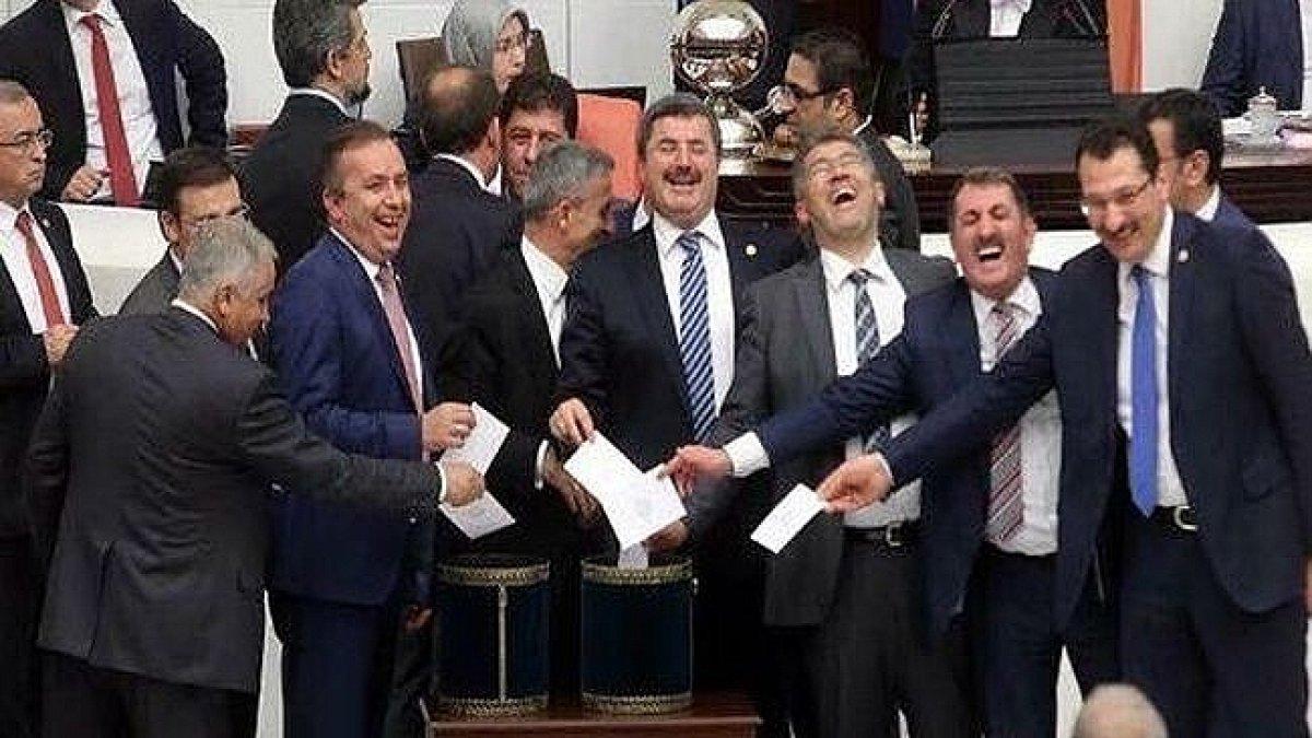 Halk ağır vergiler altında ezilirken, Meclis'e yapılacak 8'inci lokanta için bütçeden 10 milyon lira ayrıldı