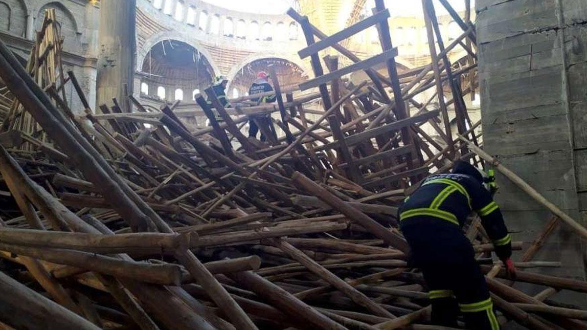 Türkiye'nin en büyük ikinci camisindeki çöküntünün altında kalan vatandaşa 30 saattir ulaşılamadı