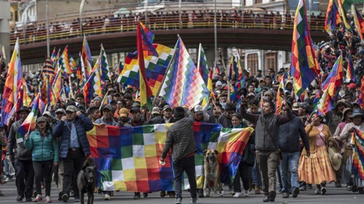 Bolivya'da ABD destekli darbeyi protesto eden halka polis saldırısı: 5 ölü