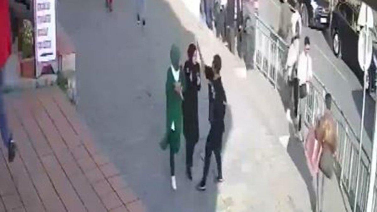 CHP İstanbul İl Başkanı Kaftancıoğlu, Karaköy'de saldırıya uğrayan kadınlarla görüştü