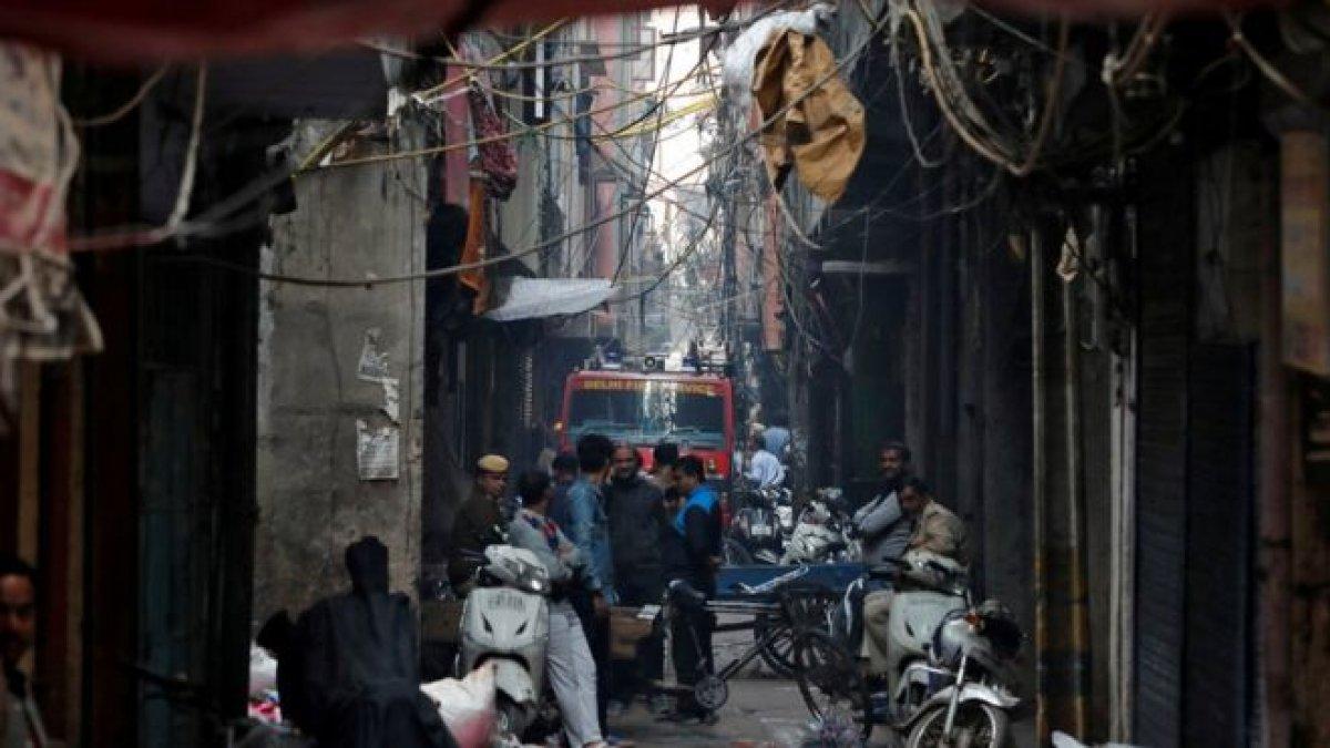 Hindistan'da fabrika yangını: En az 40 ölü