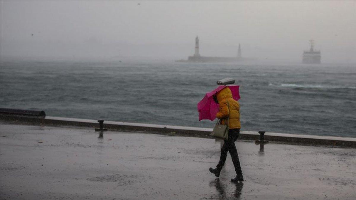 Meteorolojiden fırtına ve yağış uyarısı: İstanbul'da vapur seferleri iptal edildi
