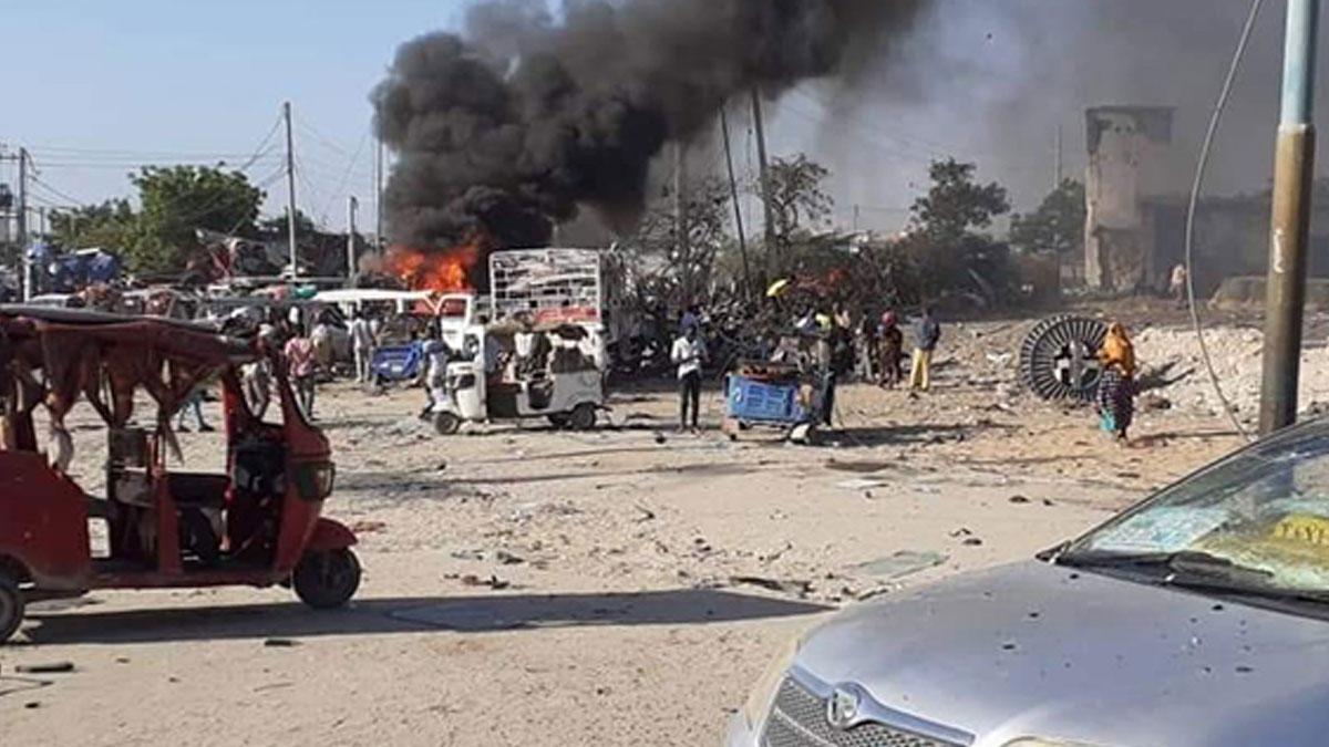 Somali'de bombalı saldırı: İkisi Türk, 76 ölü
