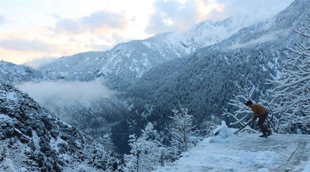 Pakistan'da kar yağışı sebebiyle ölenlerin sayısı 75'e yükseldi