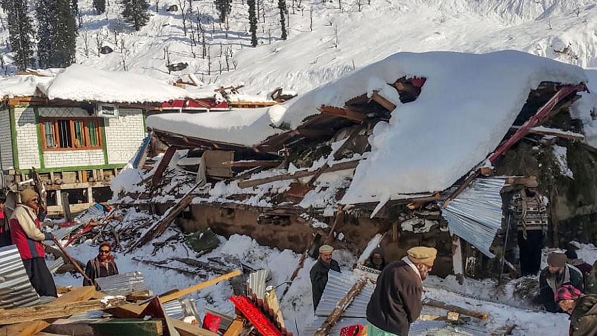Pakistan'da kar yağışı sebebiyle 75 kişi yaşamını yitirdi
