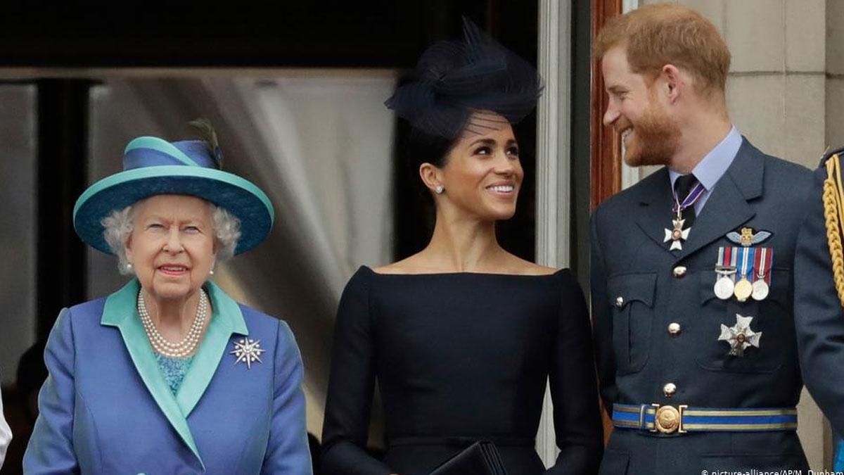 Kraliçe ile Prens Harry baş başa görüştü