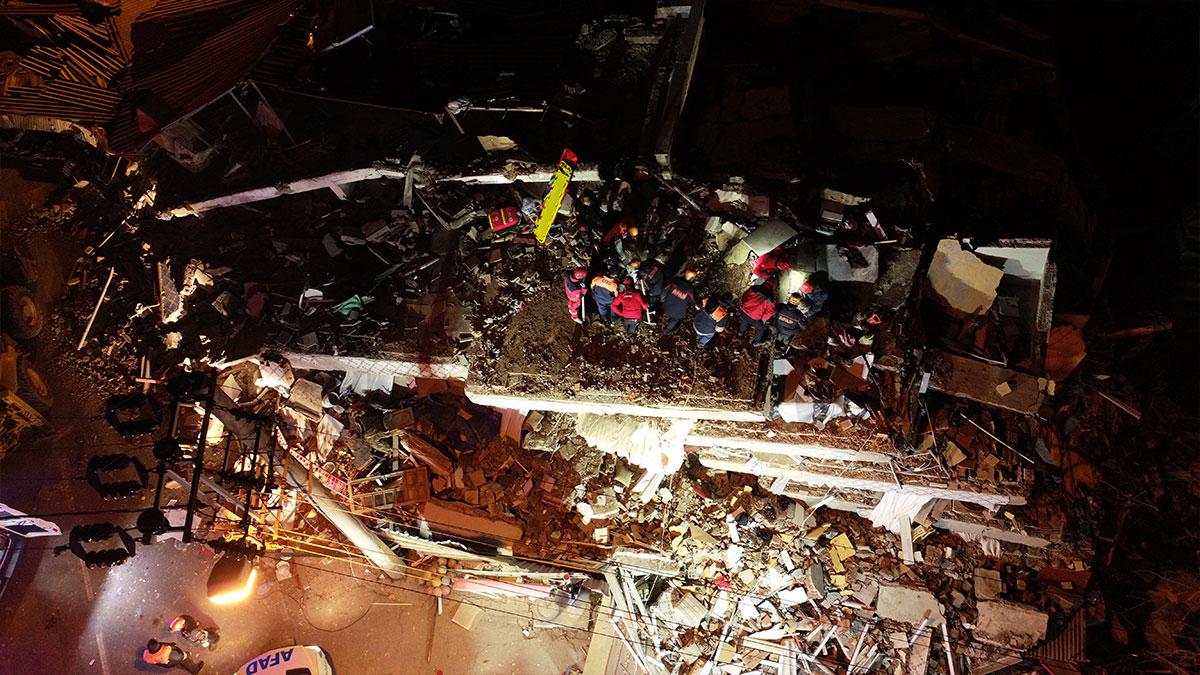 Elazığ'da 6.8 büyüklüğünde deprem:  29 kişi yaşamını yitirdi, 1466 kişi yaralandı